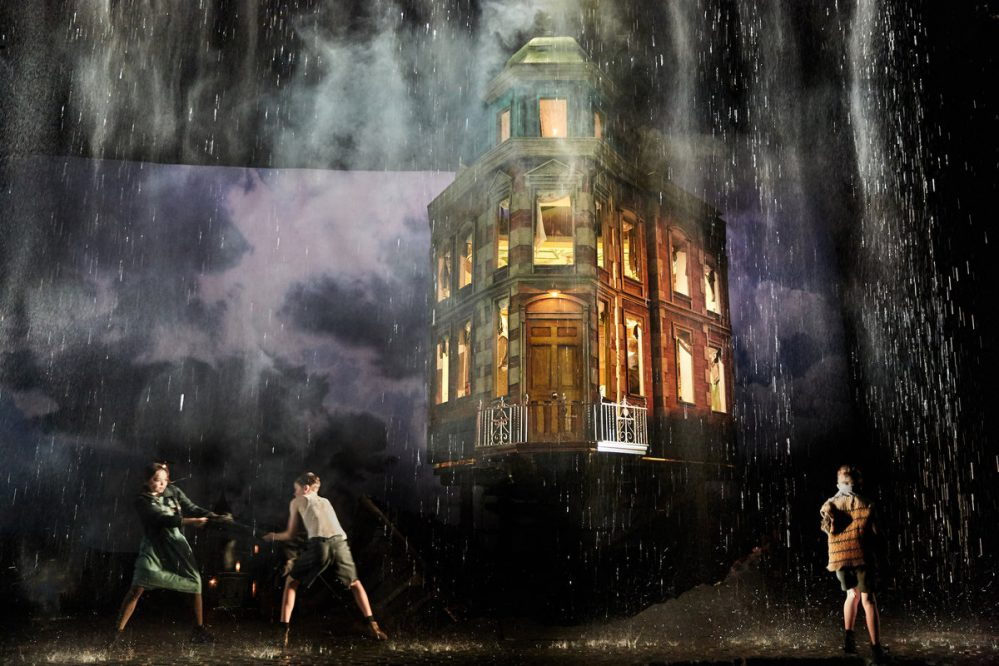 a review of the play an inspector calls by the garrick theatre london The garrick theatre is a west end theatre, located on charing cross road, in the city of westminster, named for the stage actor david garrick it opened in 1889 with the profligate , a play by arthur wing pinero , and another pinero play, the notorious mrs ebbsmith , was an early success at the theatre.